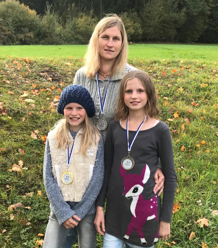 Medaillengewinnern mit Gold für Luise, Silber für Ute und Bronze für Karla (v.l.)